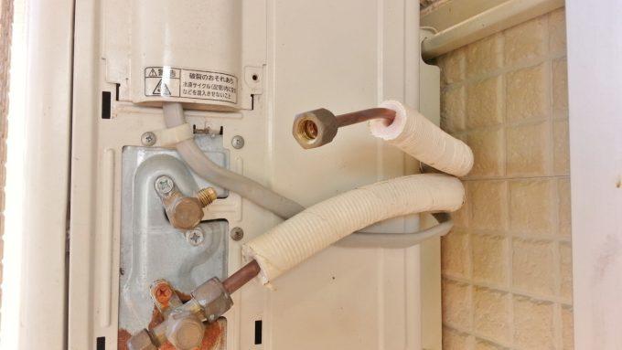 冷媒配管を取り外して冷媒漏れを直す