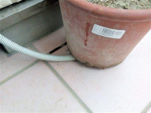 エアコン水漏れドレンホースの先端が塞がっている