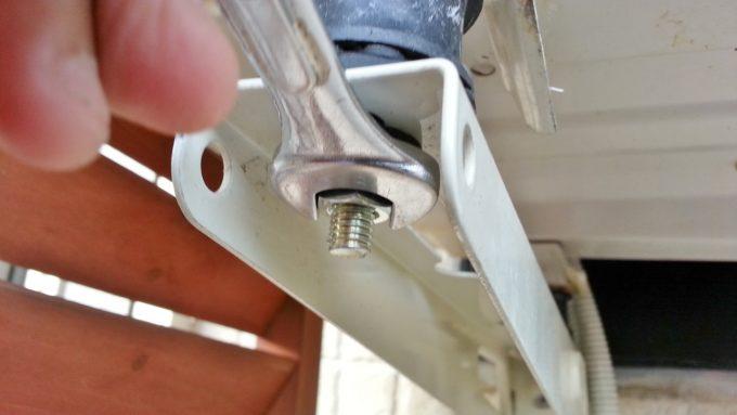 下側のボルトをM8ナットで固定