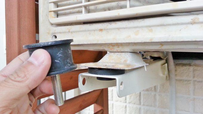 エアコン室外機の防振ゴムと標準ゴム