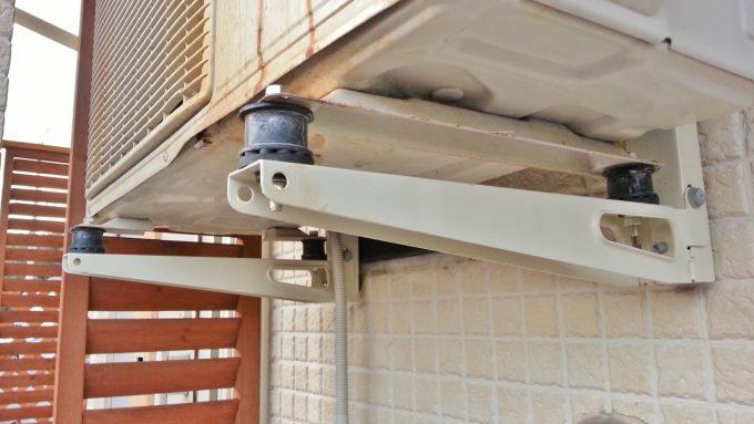 エアコン室外機の壁掛け騒音振動対策