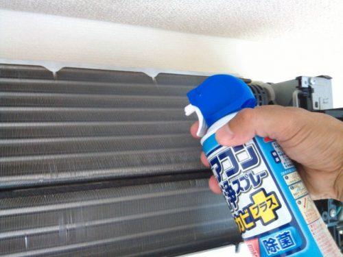 エアコン洗浄スプレーでフィン洗浄