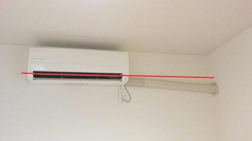 エアコンの配管はドレン排水のため傾斜をつける