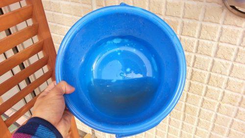バケツの中に溜まった水