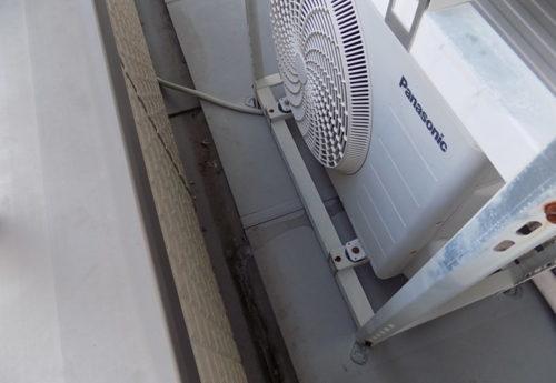 エアコンの室外機から大量の水が出てくる