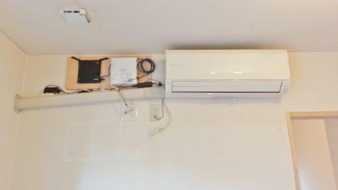 取外図前のエアコンの室内機