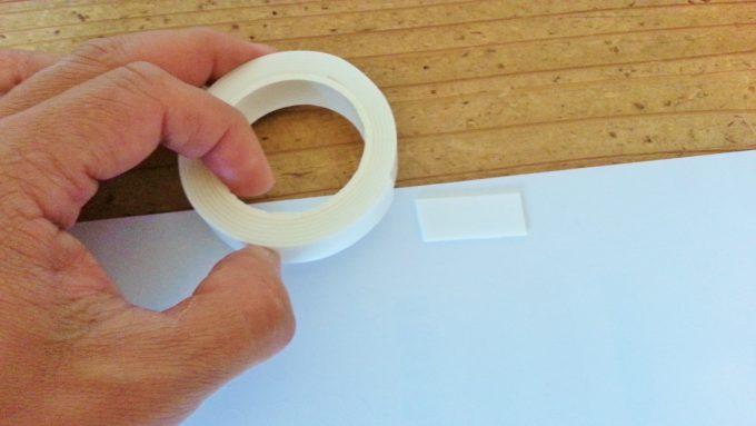 両面テープをランチマットの裏に貼り付け
