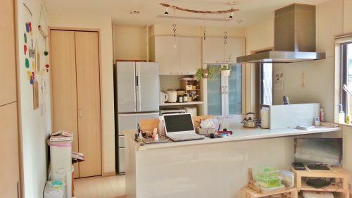 キッチンの足元が寒い原因はエアコン暖房が届かない