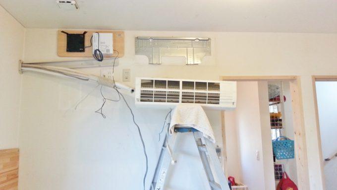 エアコンを取り外す際に使う脚立