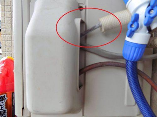 エアコンガス漏れで配管に霜がつく