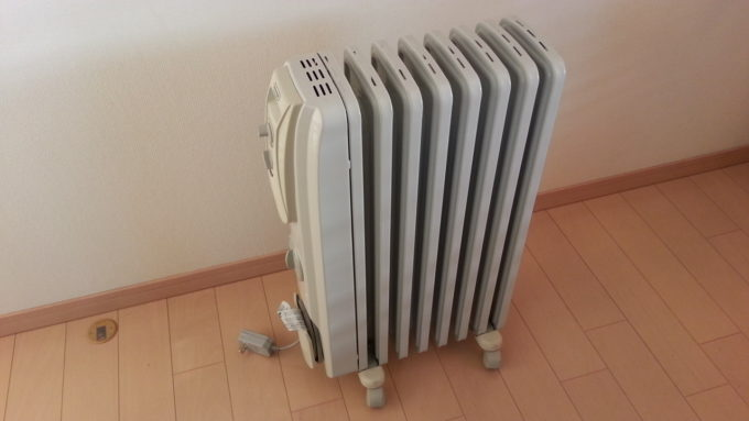 オイルヒーター(電気ストーブ)をつけてエアコン除湿すると湿度が下がる