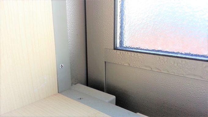 窓ガラスやサッシに付く露で部屋が乾燥する