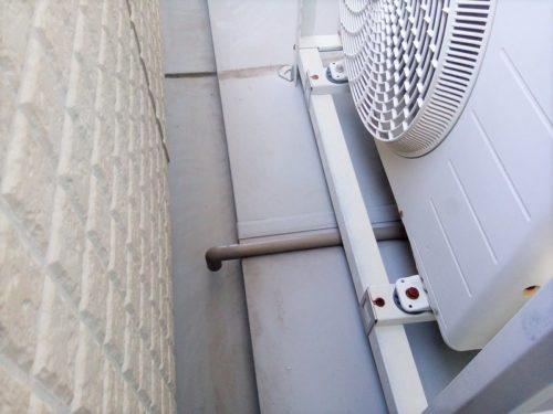 室外機の排水ホースに塩ビパイプで施工