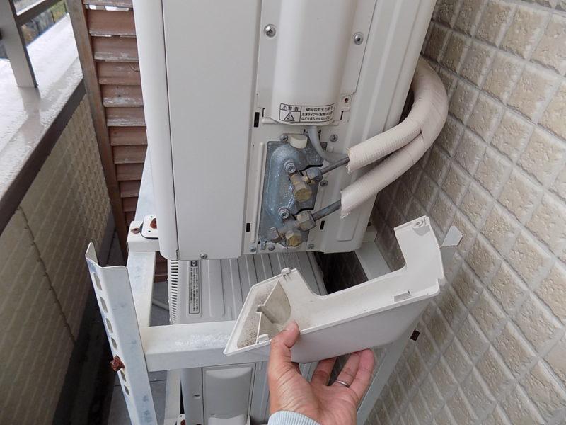 エアコンの配管カバーを取り外した
