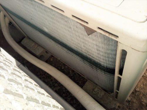 暖房運転時に室外機に付いた霜