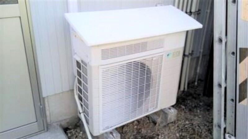 エアコンの室外機のリセットボタン
